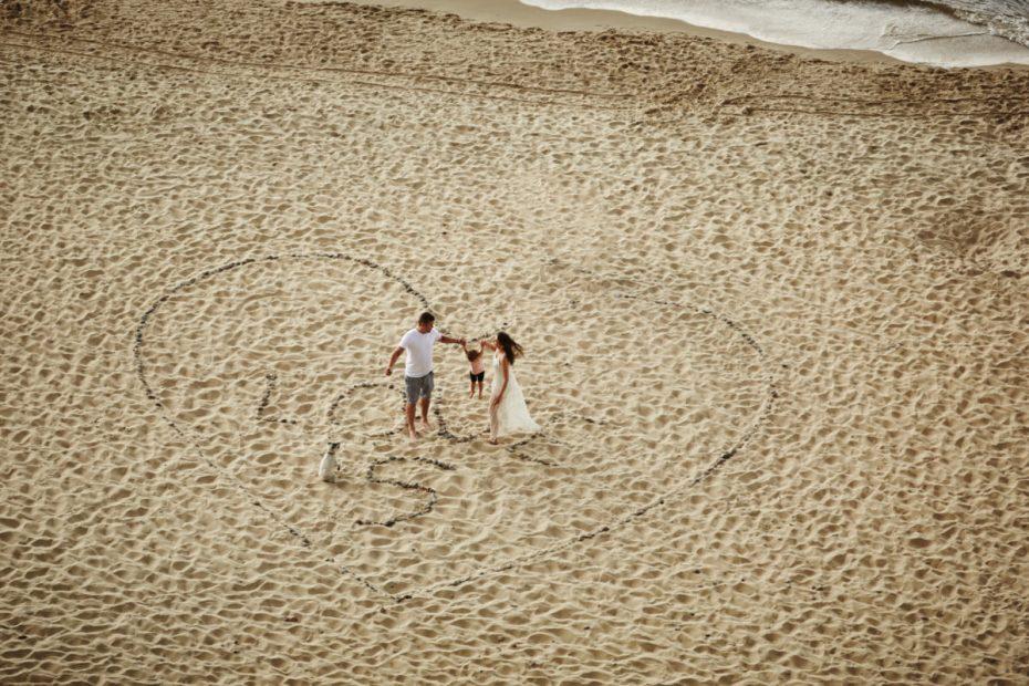 sesja rodzinna nad morzem na plaży