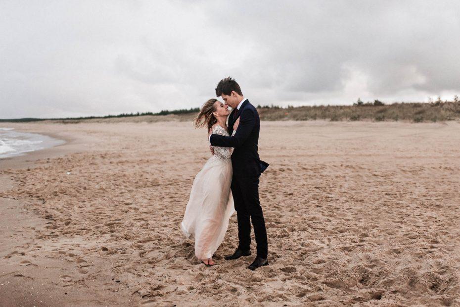 sesja ślubna na plaży w Gdańsku